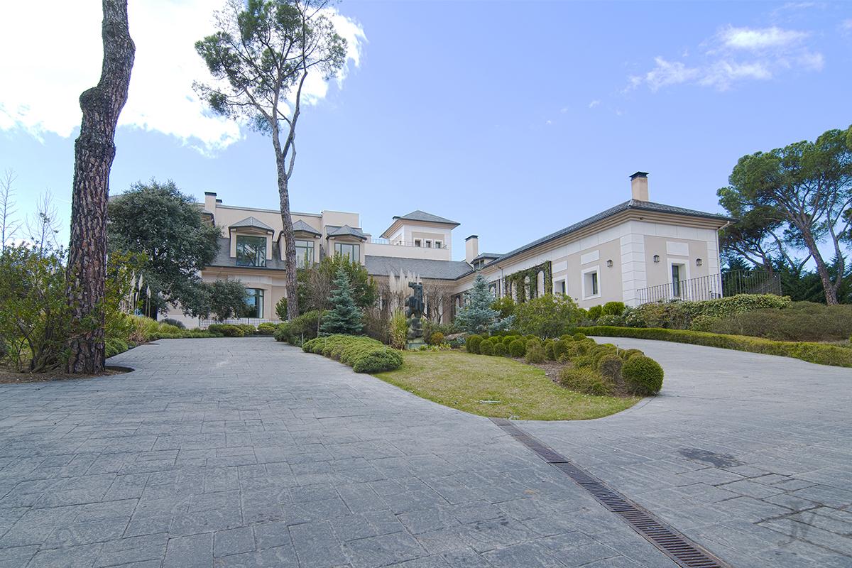 Detached House for sale in Las Escorzoneras, Urba. Las Encinas