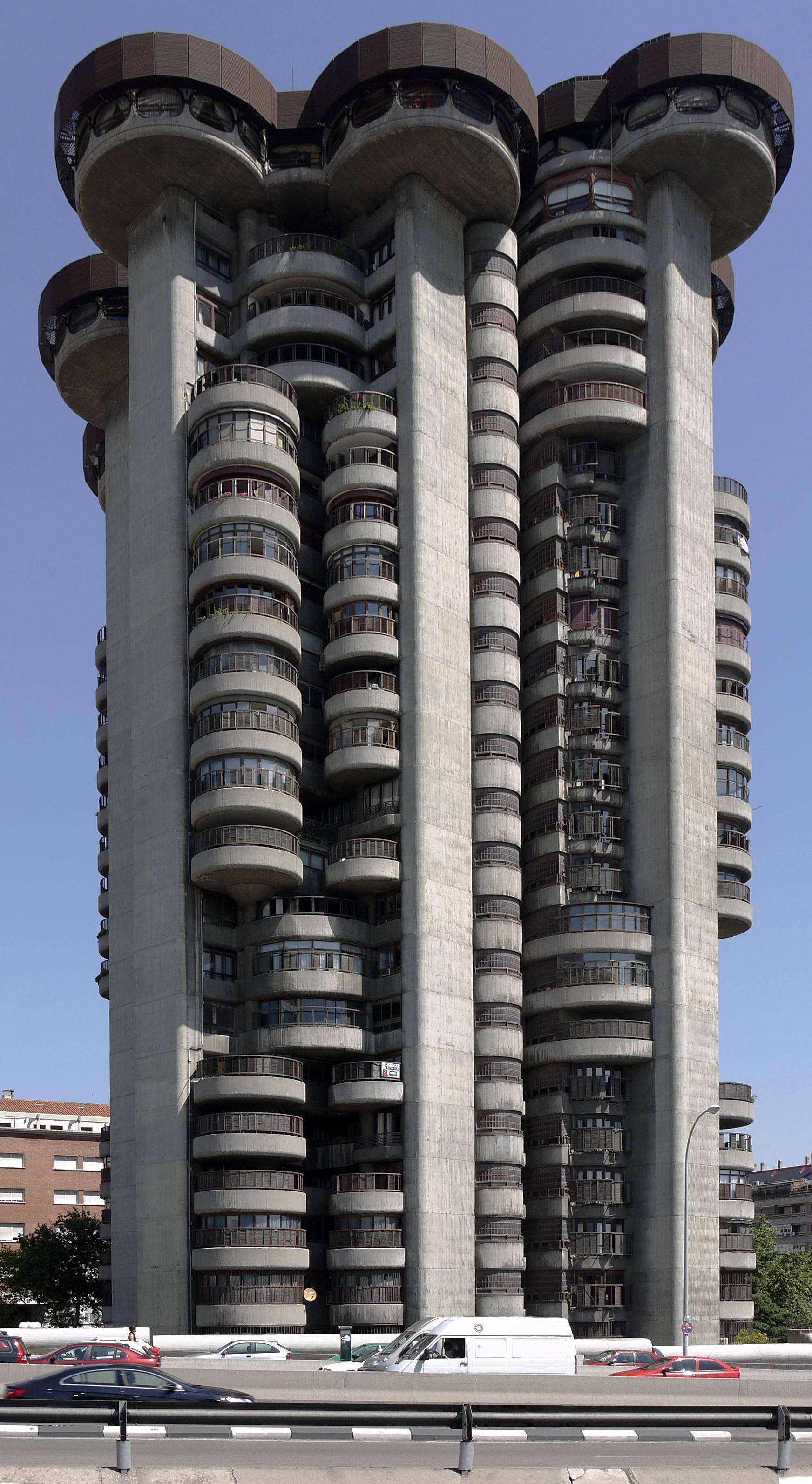 Madrid_Torres_Blancas_close_view