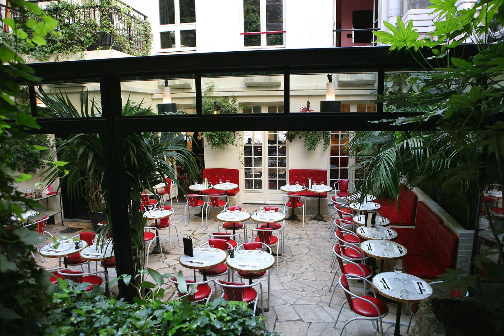 hotel amour paris patio