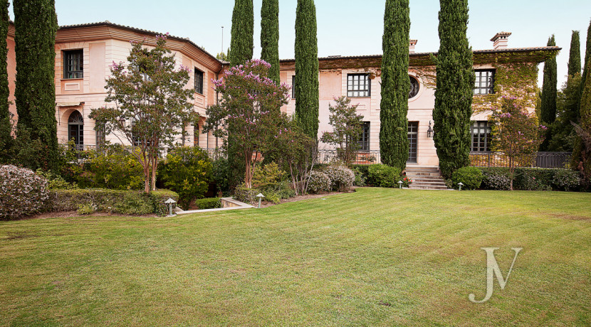Casa de estilo Toscana en parcela de 10.000m2 19