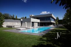 Chalet construido por un prestigioso arquitecto en Valdemarin 1
