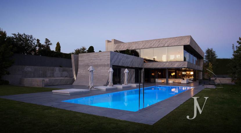 Chalet construido por un prestigioso arquitecto en Valdemarin 17