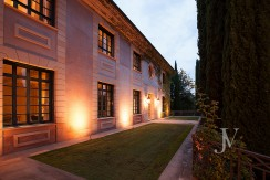 Casa-de-estilo-Toscana-en-parcela-de-10.000m2-6