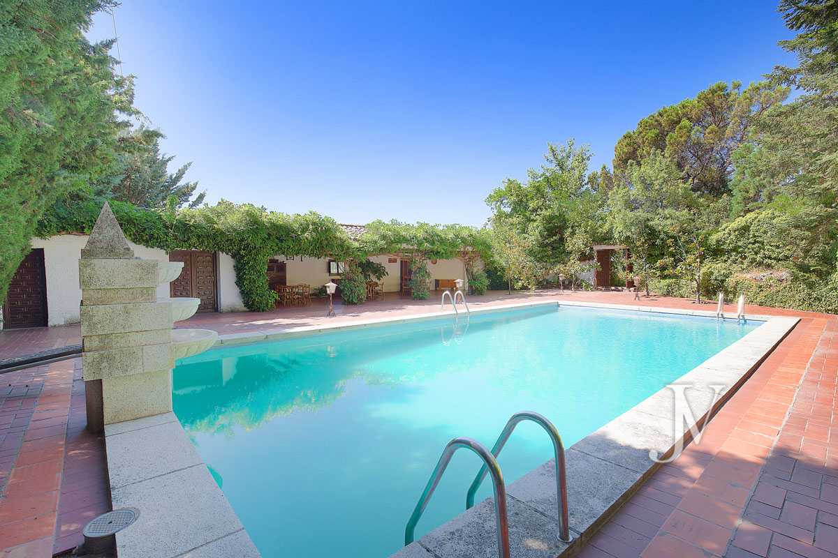 Recreational farm of 6,5 hectares of land Madrid district, North area.
