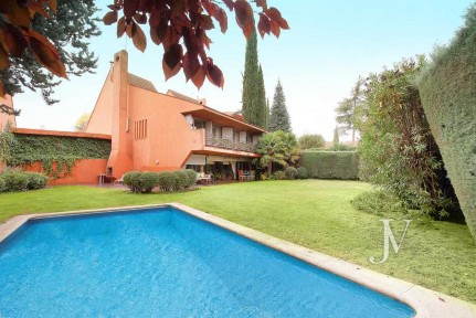 La Moraleja, enclosure with 24h secutiry, views to the Golf field