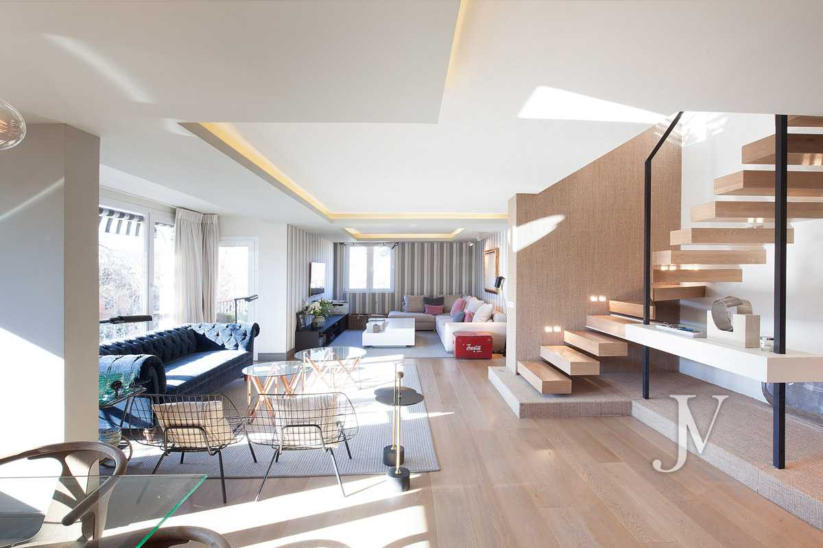Duplex penthouse with terrace in the Pio XII area, building with pool and garden