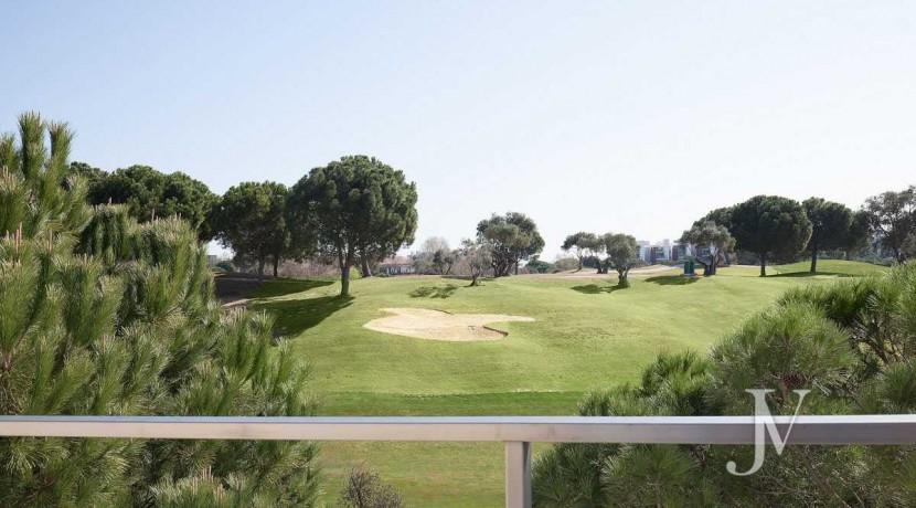 Chalet independiente lindando con el Golf, en El Encinar de los Reyes 2