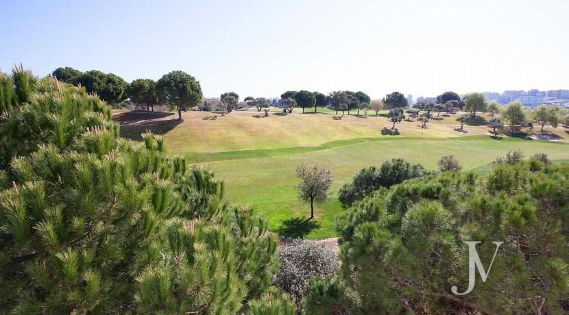 Chalet independiente lindando con el Golf, en El Encinar de los Reyes 44