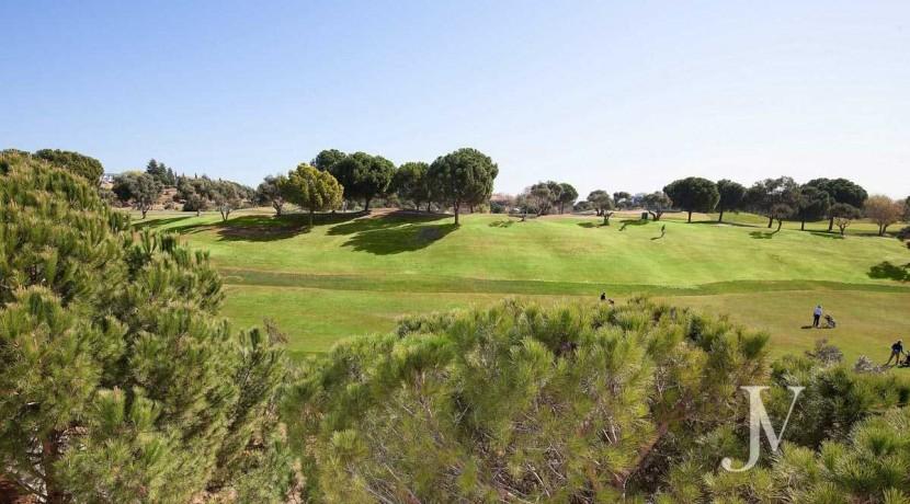 Chalet independiente lindando con el Golf, en El Encinar de los Reyes 46