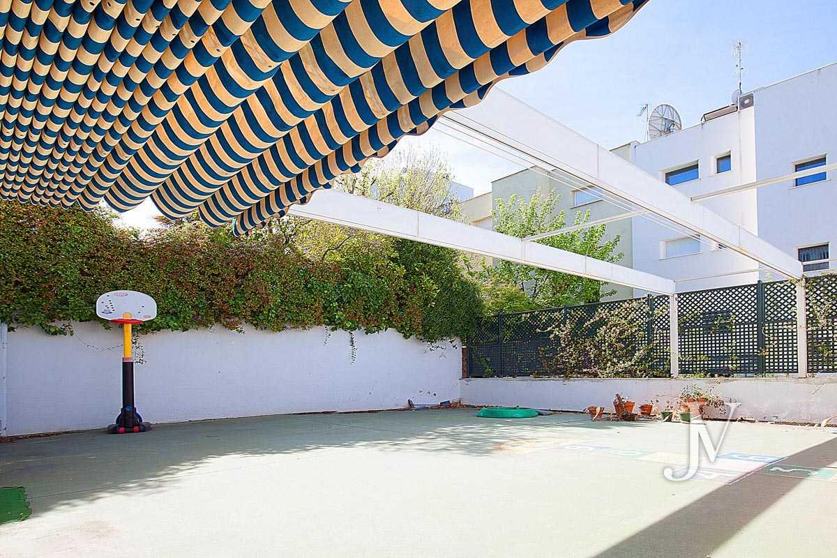 Chalet en El Viso, 503m2, calle principal, Vivienda ó Centro Educativo, amplio sótano.