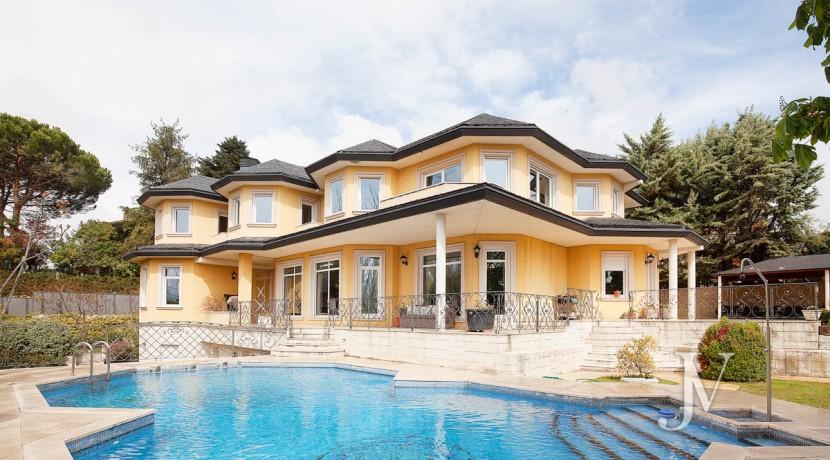 La Moraleja Vivienda de estilo clásico construida en el 2001, con Spa 1