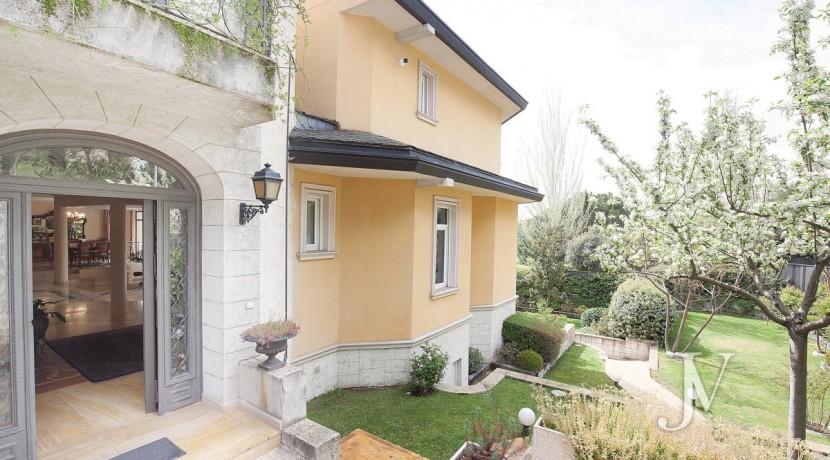 La Moraleja Vivienda de estilo clásico construida en el 2001, con Spa 12