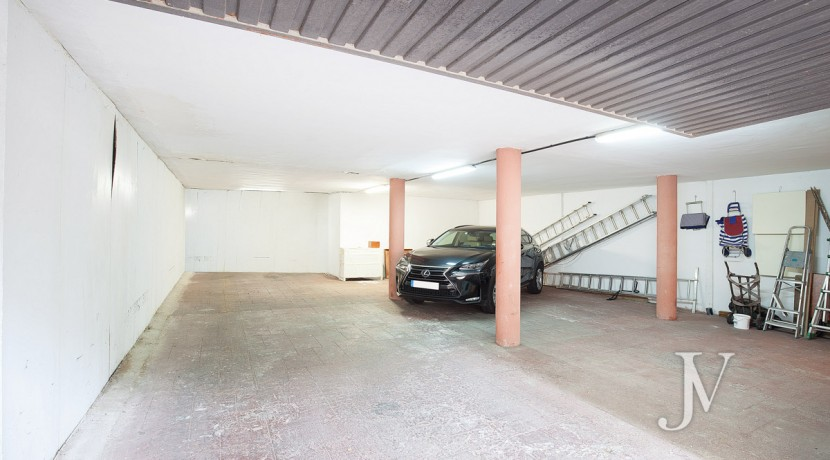 La Moraleja Vivienda de estilo clásico construida en el 2001, con Spa 43
