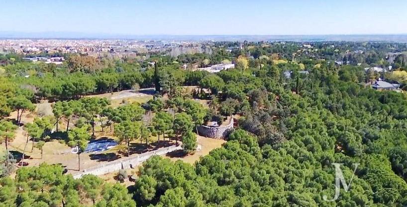 La Moraleja: terreno con vistas, de 46.309m2 para 1 ó 4 unifamiliares, en la mejor zona de La Moraleja.