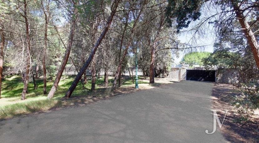 La Moraleja- terreno con vistas, de 46.309m2 para 1 o 4 unifamiliares, en la mejor zona de La Moraleja 16