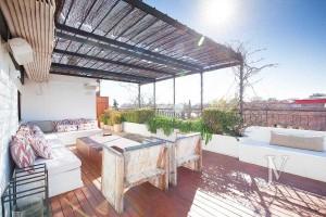 Ático-con-terraza-en-la-zona-de-Pío-XII-edificio-con-jardín-y-piscina0A21