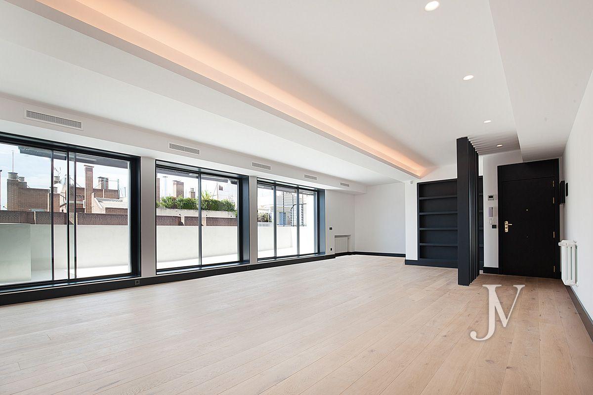 Penthouse in Almagro (c/ Zurbano), 3 bedrooms, terrace, garage (+85.000€)