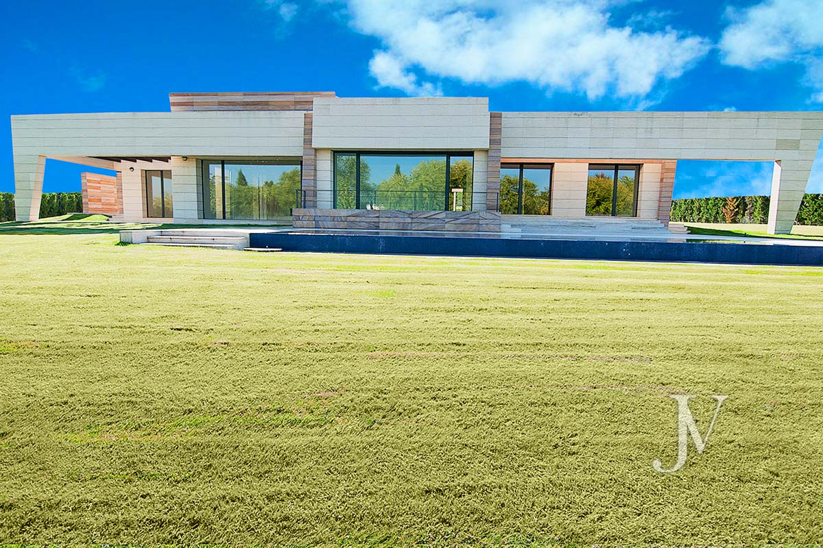 Detached house for sale in La Finca, Pozuelo, within security area.