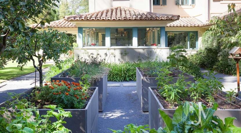 Mirasierra, cuidado paisajismo en parcela de 2.100m3, construida en el 200852