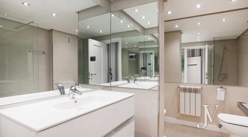 Alquiler en el mejor tramo de la calle Serrano. Bº Salamanca, 2 dormitorios con 2 baños. 4