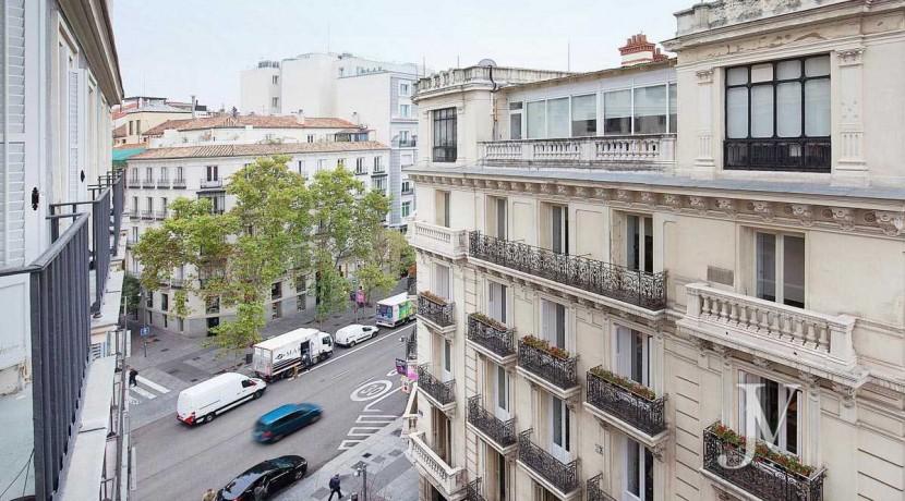 Alquiler en el mejor tramo de la calle Serrano. Bº Salamanca, 2 dormitorios con 2 baños. 14