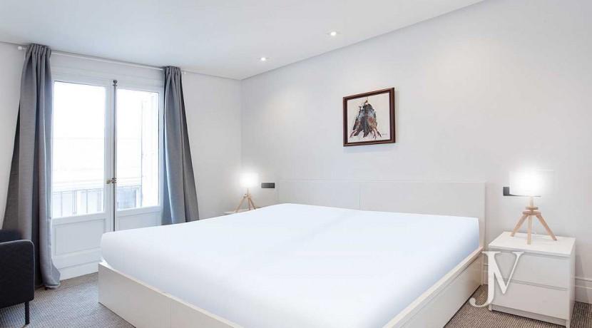 Alquiler en el mejor tramo de la calle Serrano. Bº Salamanca, 2 dormitorios con 2 baños. 3