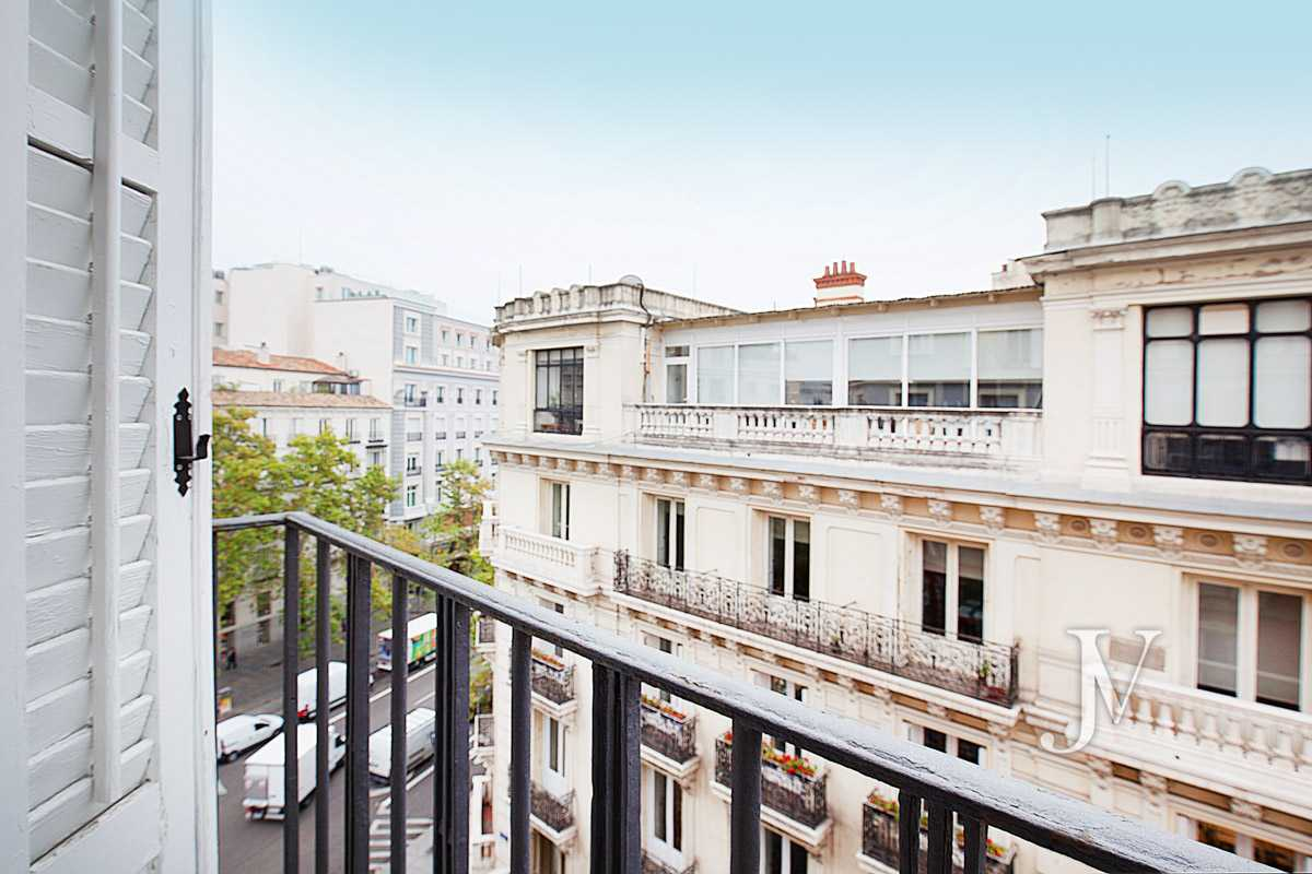 Rent in the best stretch of the street Serrano. Bº Salamanca, 2 bedrooms with 2 bathrooms.