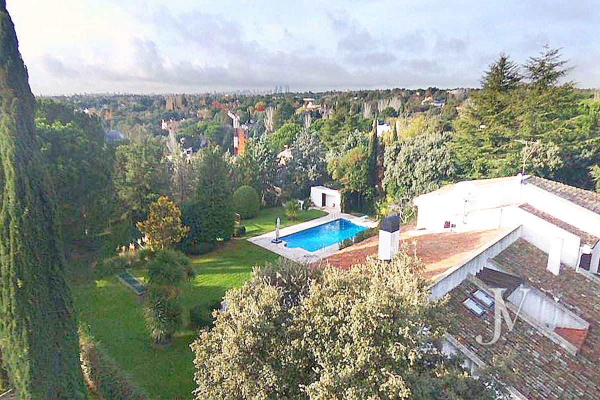 La Moraleja, 2.615m2 de parcela con vistas, con vivienda, squash y paddle