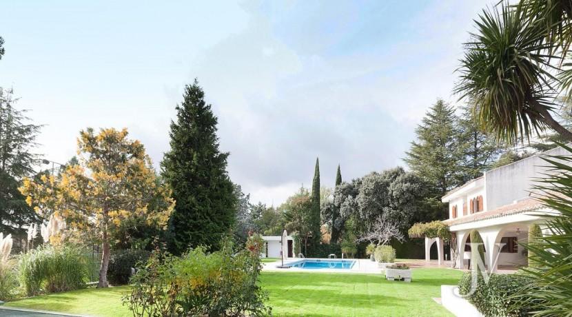 La Moraleja, 2.615m2 de parcela con vistas (una de las mejores de la urbanización), con vivienda, squash y paddle2