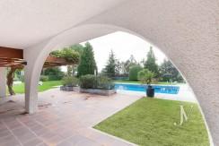 La Moraleja, 2.615m2 de parcela con vistas (una de las mejores de la urbanización), con vivienda, squash y paddle20
