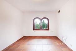 La Moraleja, 2.615m2 de parcela con vistas (una de las mejores de la urbanización), con vivienda, squash y paddle24
