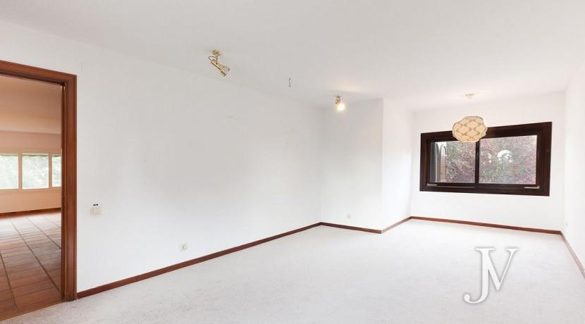 La Moraleja, 2.615m2 de parcela con vistas (una de las mejores de la urbanización), con vivienda, squash y paddle25