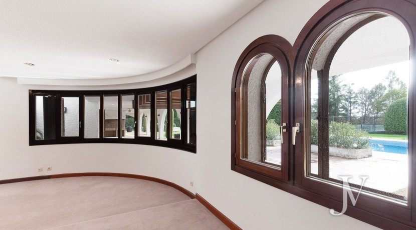 La Moraleja, 2.615m2 de parcela con vistas (una de las mejores de la urbanización), con vivienda, squash y paddle27