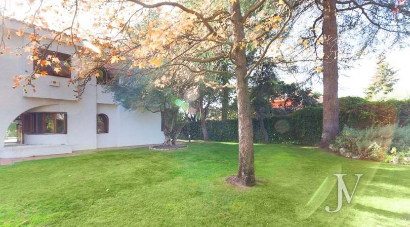 La Moraleja, 2.615m2 de parcela con vistas (una de las mejores de la urbanización), con vivienda, squash y paddle30