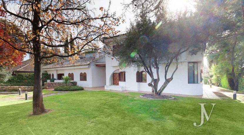 La Moraleja, 2.615m2 de parcela con vistas (una de las mejores de la urbanización), con vivienda, squash y paddle31
