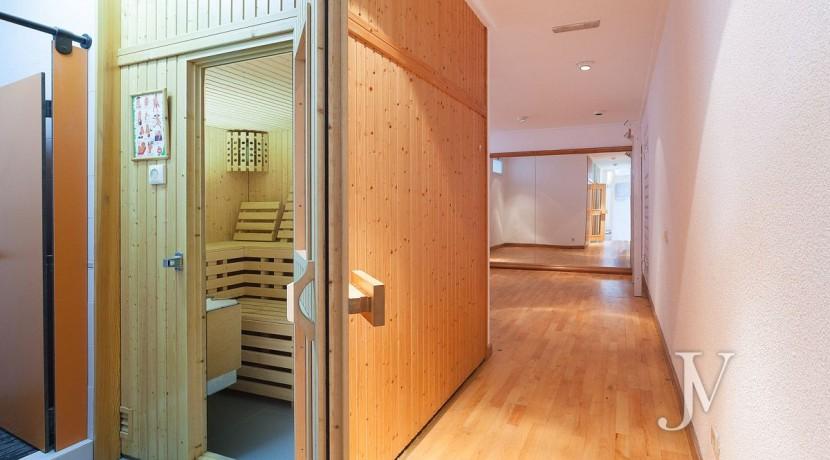 La Moraleja, 2.615m2 de parcela con vistas (una de las mejores de la urbanización), con vivienda, squash y paddle8