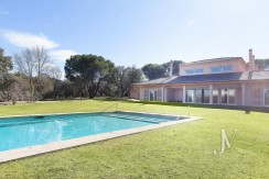 Escorzoneras / Las Encinas: Villa with views to the Sierra on a plot of 10.000m2, possibility of extending the plot to 30.000m2