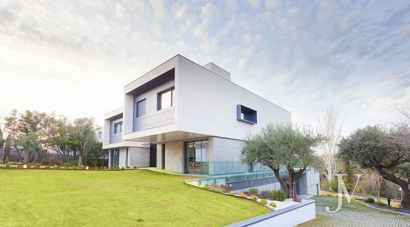 Vivienda construida en el 2019, en parcela con magnificas VISTAS, piscina tipo infinity pool3