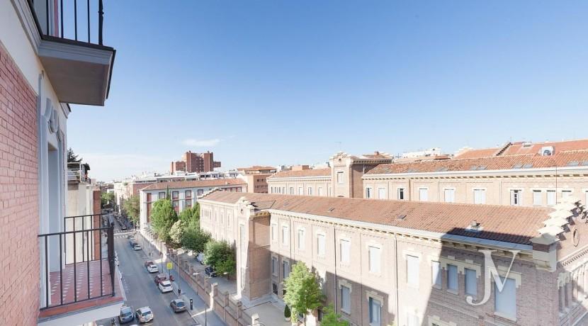 Almagro - Chamberí - Jose Abascal- 5 balcones a la calle, buenas vistas, 372m2 para reformar. 1