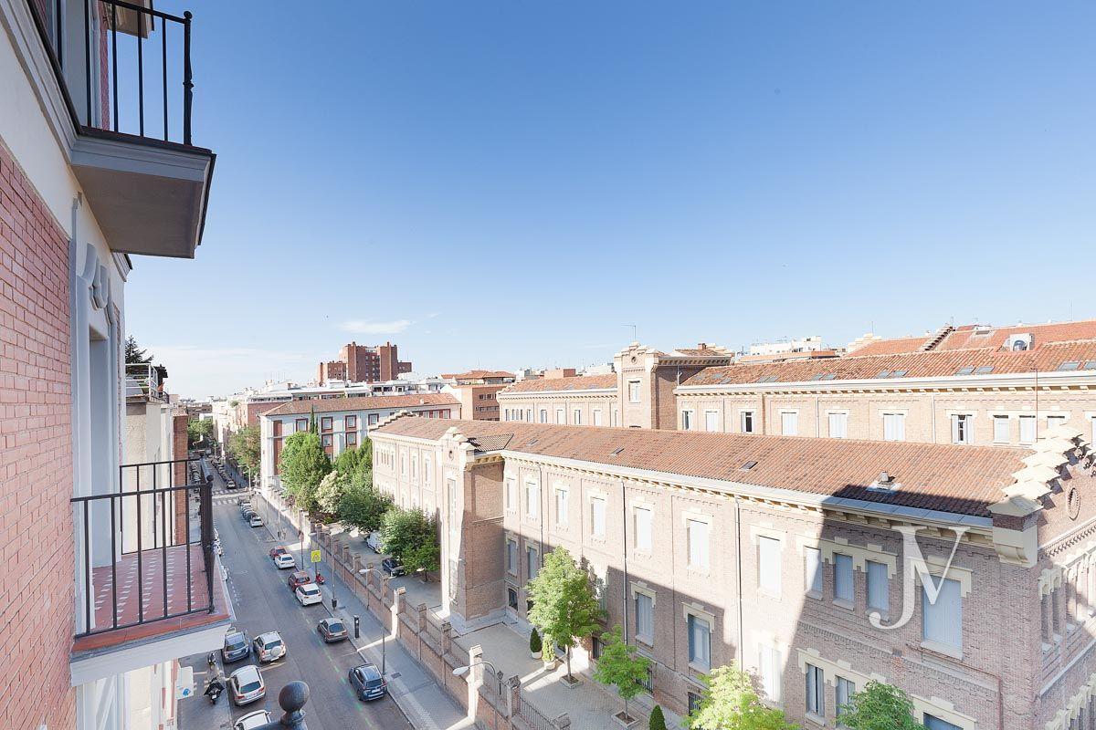 Almagro – Chamberí – Jose Abascal: 5 balcones a la calle, buenas vistas, 372m2 para reformar.