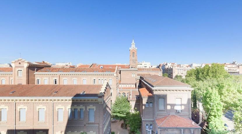 Almagro - Chamberí - Jose Abascal- 5 balcones a la calle, buenas vistas, 372m2 para reformar. 10