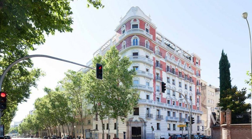 Almagro - Chamberí - Jose Abascal- 5 balcones a la calle, buenas vistas, 372m2 para reformar. 18