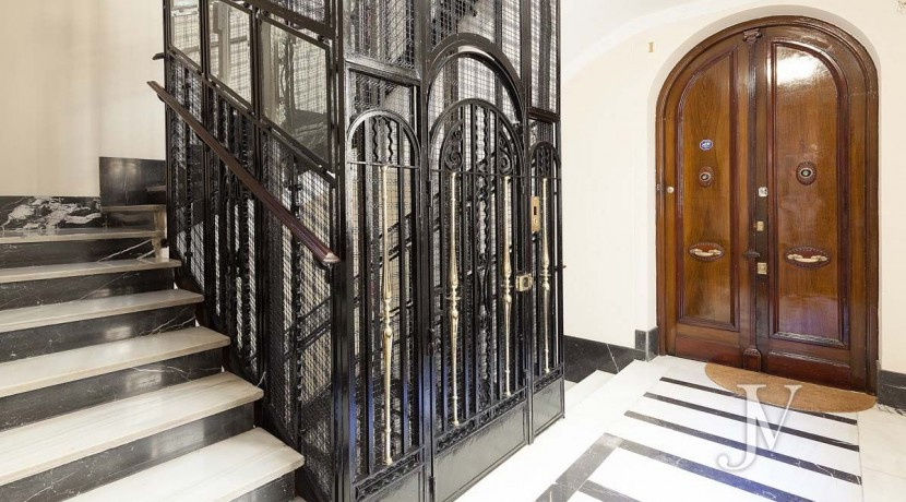 Almagro - Chamberí - Jose Abascal- 5 balcones a la calle, buenas vistas, 372m2 para reformar. 21