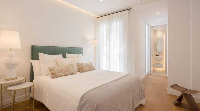 Velazquez, frente al Hotel Wellington, a estrenar, 3 dormitorios, 3 baños 6