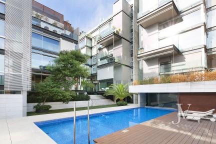 Edificio Moderno, 3 dormitorios con 2 baños, plaza de garaje, jardín, piscina, gimnasio, sauna