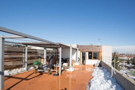 El Encinar de los Reyes: Ático con terraza de 80m2, seguridad 24h, zonas comunes, 3 dormitorios y 2 garajes