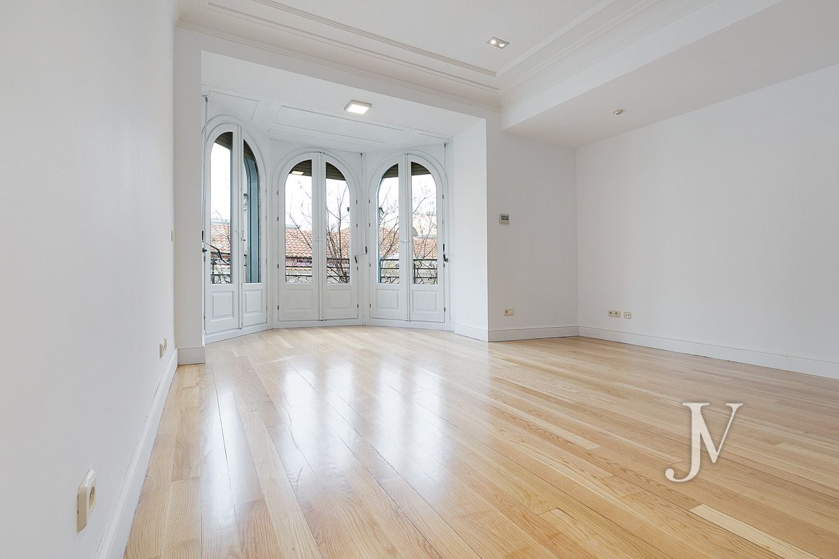 Calle Fortuny, apartment for rent with parking space in representative building