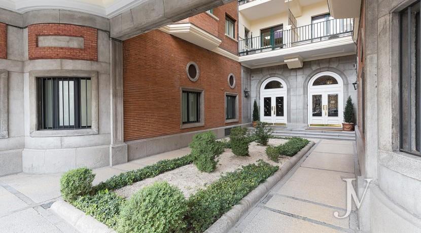 ALMAGRO con vistas, 2 dormitorios + dormitorio de servicio, calidades premium, edificio clásico 28
