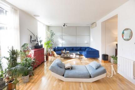 Zona Palacio, 184m2, 2 dormitorios con 2 baños + aseo, edificio clásico