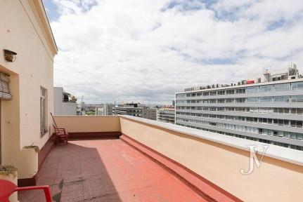 Penthouse in Bº de Salamanca, to reform, 93m2 of floor + 38m2 of terrace.
